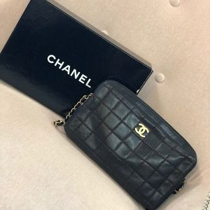 Beautiful Chanel square quilt camera bag